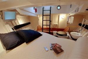 Lifeboat-Hotel