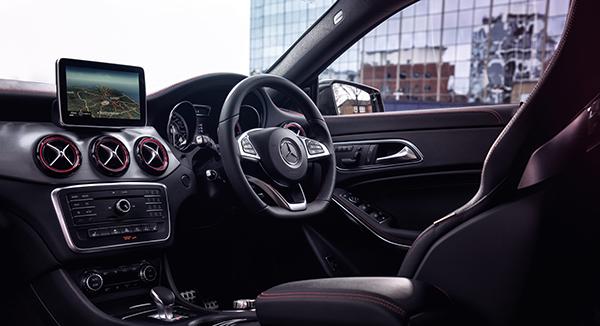 Mercedes-Benz-CLA-45-AMG_interior2