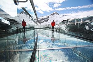 Glacier-Skywalk_Canada